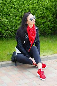 Outfits Con Tenis Rojos Mujer