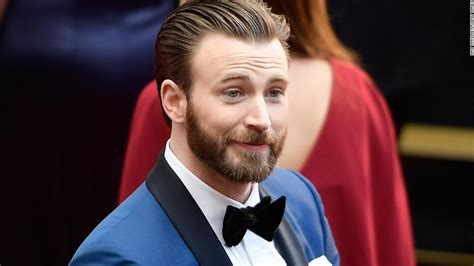 Chris Evans uses that NSFW pic for a patriotic purpose ...