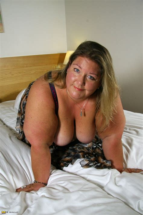 Big Booty Dutch Bbw Playing In Her Bed Pichunter