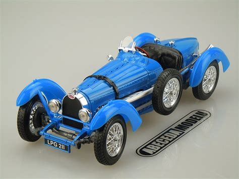 I also scratched out a hood belt (built earlier) and a bug screen. Bburago 1:18 Bugatti Type 59 1934 (blue) 12062