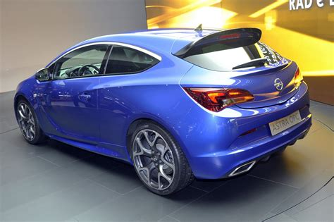 Opel Astra Opc by Opel Astra Opc With 276hp Storms The 2012 Geneva Motor