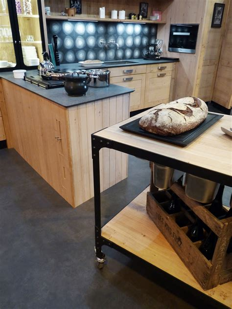 plan de travail cuisine granit noir atelier culinaire cuisine chêne massif clair desserte plan de travail mobile structure acier
