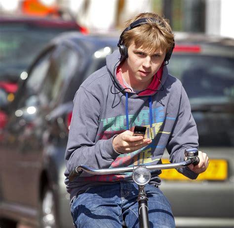 handy am fahrrad fahrrad verkehrsregeln handy verboten suff erst ab 1 6