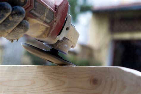 alte balken abschleifen holzbalken bearbeiten 187 verfahren werkzeuge und mehr