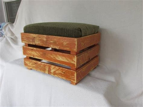 DIY Upholstered Pallet Ottoman ? Step Stool   Pallet Furniture DIY