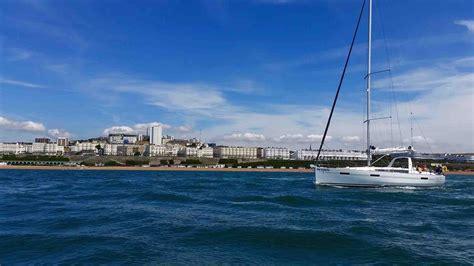 Sailing Boat Uk by Sailing Boat Trips Brighton Lagoon Watersports