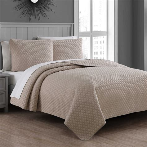 Bedroom Quilt Sets by Fenwick Quilt Set Bed Bath Beyond Bedroom Ideas