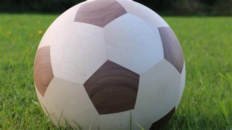 Der fussball pin versand mit der großen auswahl an pins und berühmten pokalen.bestellen und kaufen sie hier bequem in unserem fussball fanshop. Fußball aus Holz - CNC-Holzbearbeitung 5-Achs-Maschine HOMAG Venture BMG 311 - YouTube