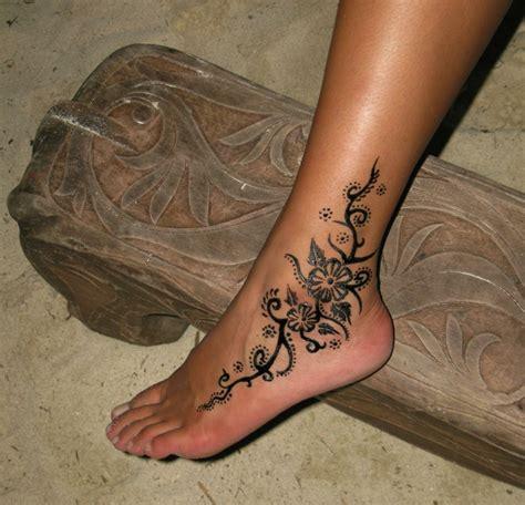 tatuaggi piede caviglia fiori 1001 idee per tatuaggi caviglia per per lui e per la