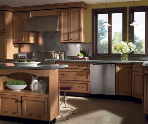 kitchens with light maple cabinets light maple cabinets with glaze homecrest cabinetry 8794