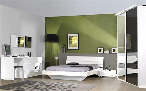 modele de chambre design armoire design 2 portes coulissantes avec éclairage laquée