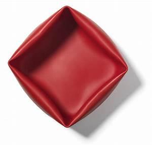 bassine washing up bowl en caoutchouc avec brosse rouge With tapis rouge avec canapé normann copenhagen