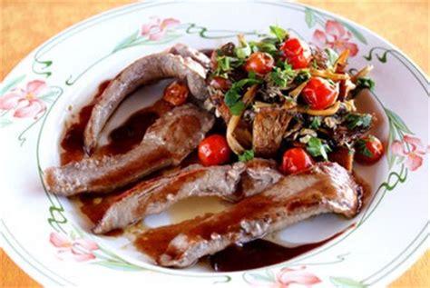 cuisiner aiguillettes de canard recette aiguillettes de canard aux chanterelles sauce au