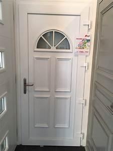 Porte dentree pvc blanche apf menuiserie sa for Porte d entrée pvc avec salle de bain schmidt catalogue