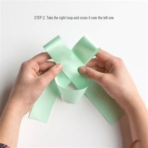 how to make a bow for a present diy tips how to tie a perfect bow evermine blog