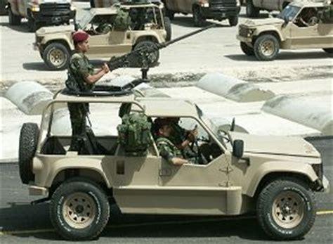 desert tan jeep liberty desert iris 4x4 véhicule leger multi role fiche technique
