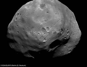 New Looks at Phobos from Mars Express Flyby - Universe Today