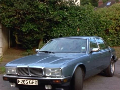 coolest jaguar sovereign imcdb org 1990 jaguar sovereign 4 0 xj40 in quot crime