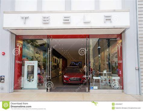 Download Tesla 3Rd Street Promenade Gif