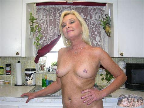 Amateur Blonde Mature Milf Modeling Nude Photo Gallery