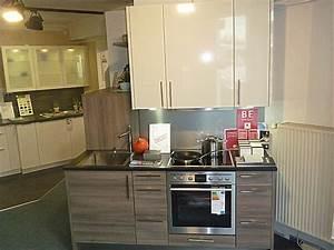 Küche Mit Granitarbeitsplatte : h cker musterk che kleine k che im holz hochglanz mix mit ~ Michelbontemps.com Haus und Dekorationen