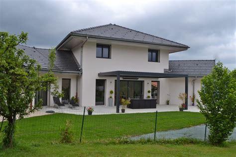 maison avec avancee de toit atlub