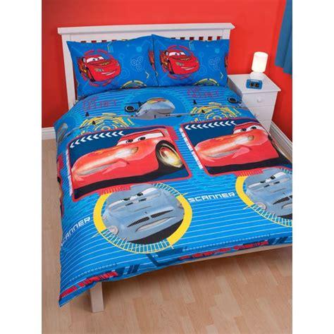 chambre pour deux enfants choisissez une housse de couette cars pour votre garçon