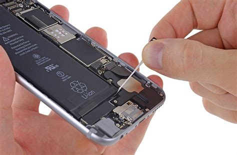 how do you take the battery out of an iphone how to remove battery from iphone 6 or 6 plus