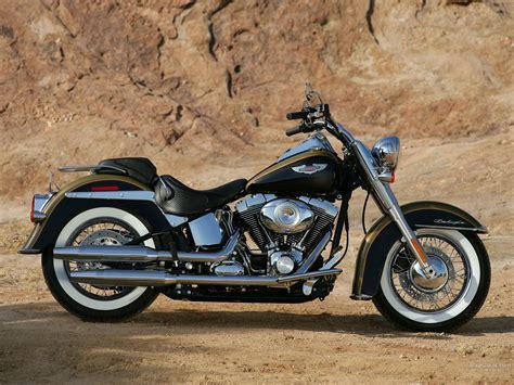 Harley-davidson Flstn Softail Deluxe 1600 X 1200 Wallpaper