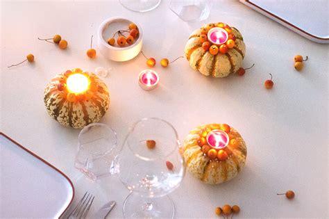Kuerbis Dekorationsideenhalloween Kerzenleuchter Mit Papier by K 252 Rbis Diy Herbstliche Kerzenhalter Mit Zier 228 Pfeln Basteln