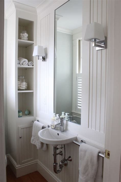 Cottage Bathroom With Beadboard Design Ideas