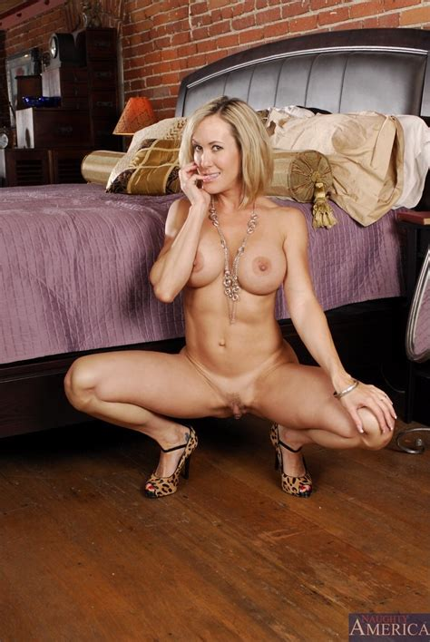 Classy Mature Wife Takes Her Black Lingerie Off And Fucks