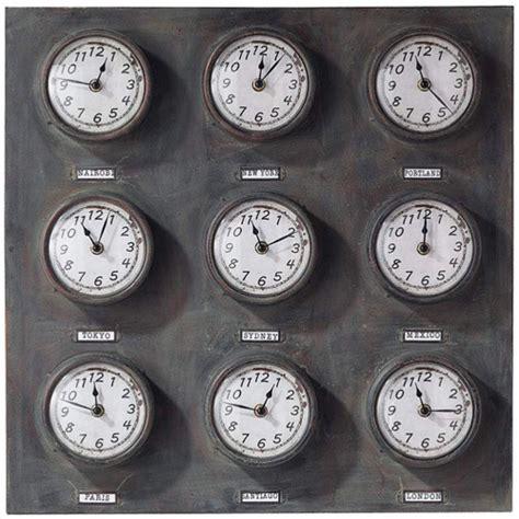 maisons du monde trois horloges qui proposent les heures du monde