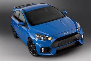 Ford Focus Rs Bleu : blue 2 ford focus rs brightens up its paint for production by car magazine ~ Medecine-chirurgie-esthetiques.com Avis de Voitures