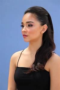 Sleek, Back, Hairstyle, U0026, Makeup