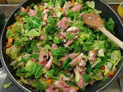 cuisiner le choux frisé émincé de porc au choux frisés et carottes violettes