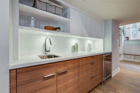 Iguide For 225 Kingswood Rd, Toronto, On