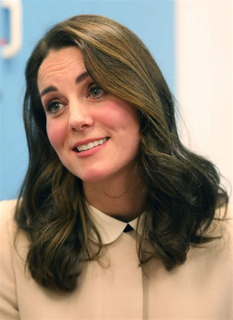 Kate middleton marked the release of the book hold still: KATE MIDDLETON at Hornsey Road Children's Centre in London 11/14/2017 - HawtCelebs