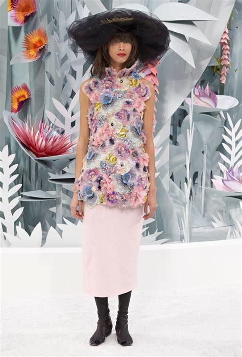 chanel throws  garden party  spring  couture show