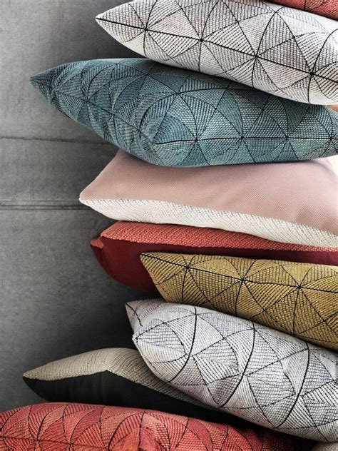 Pin by Rahma Souissi on Coussins | Cushions on sofa ...
