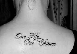 Los tatuajes de frases...