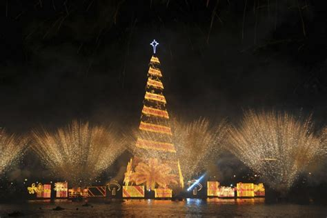 world s largest floating christmas tree unveiled in brazil