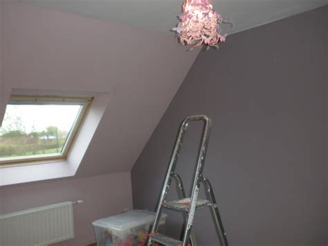 quel mur peindre en couleur dans une chambre peindre une chambre mansardee solutions pour la
