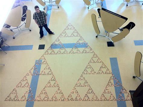 Triforce L Diy by Des 233 Tudiants R 233 Alisent Le Plus Grand Triangle Sierpinski