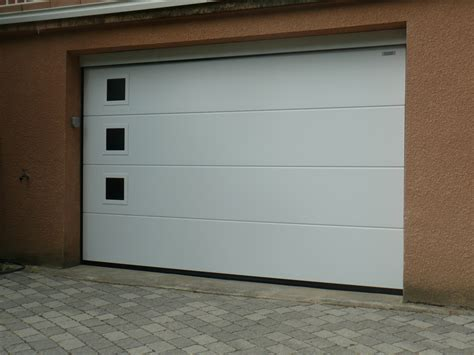 porte de garage sectionnelle sur mesure trevoux acces creation fermetures