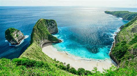 pantai kelingking nusa penida menawarkan perpaduan tebing