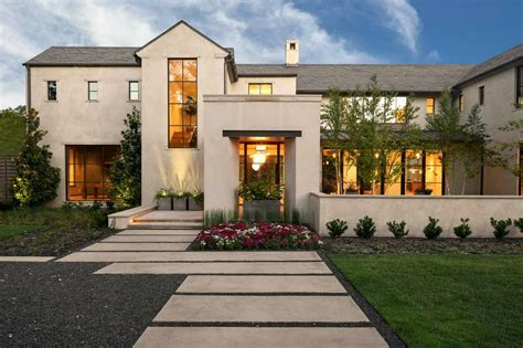 Transitional Style Home In Texas Boasts Outstanding