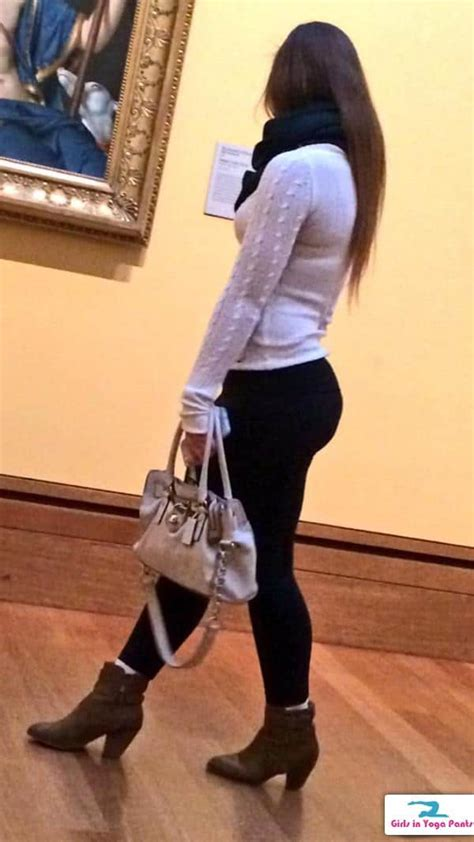 creep shots   tight ass  yoga pants appreciating art