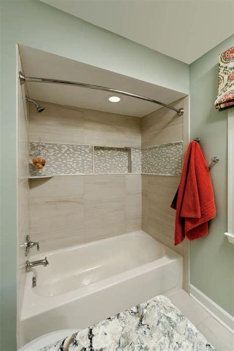 Decorating Ideas Tub Surround by 25 Best Ideas About Bathtub Tile Surround On