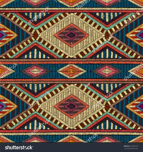Embroidered Seamless Geometric Pattern Ornament Carpet